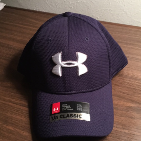 4bbc43a8924 2018 Under Armour fitted sports hat heat gear